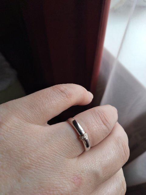 Серебряное колечко с золотой вставкой и бриллиантами.