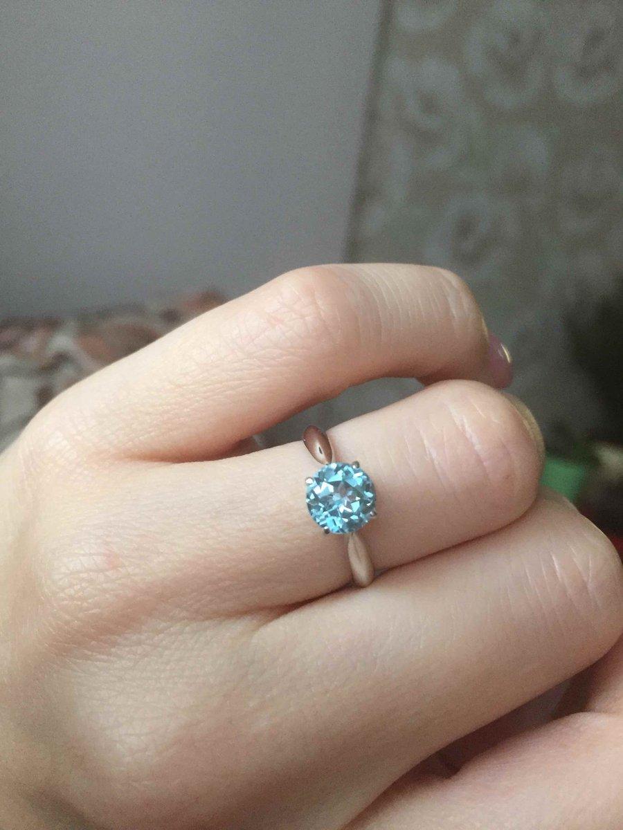 Красивое благородное кольцо