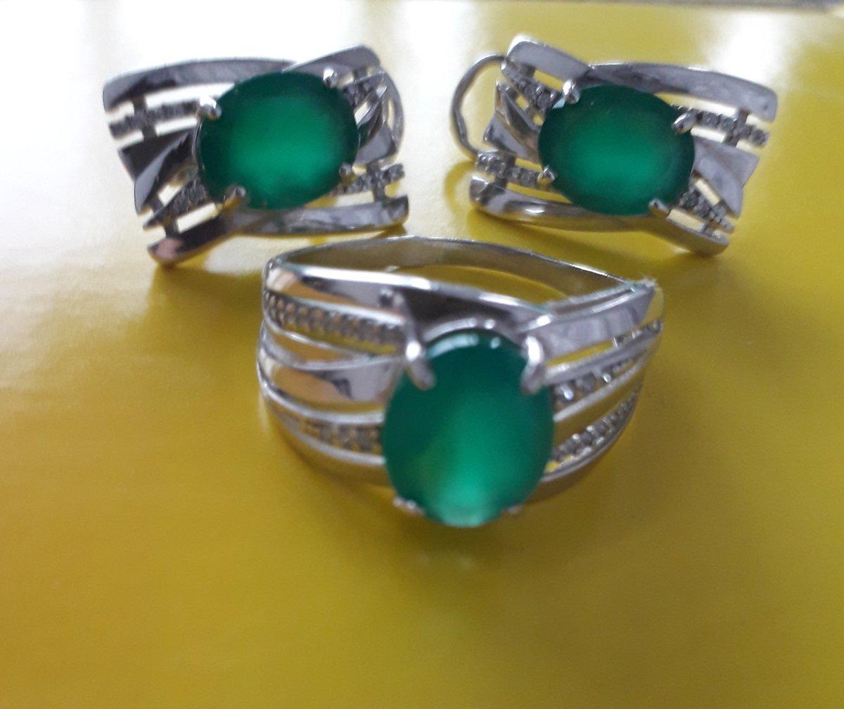 Кольцо с нат. зелёным агатом