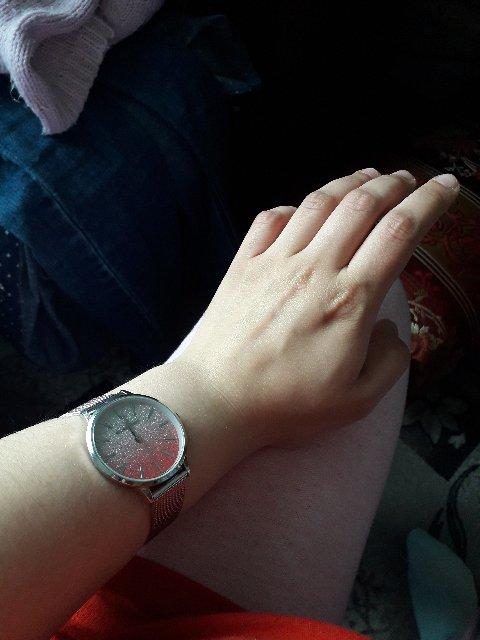 Красивые и удобные часы, не пожалела,что купила именно их:)