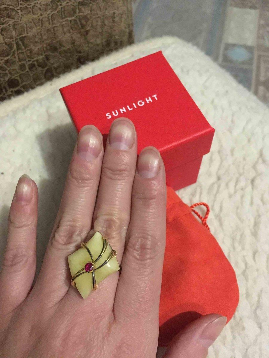 Красивое кольцо с янтарем .