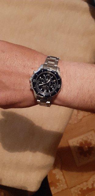 Отличные часы по такой приемлемой цене. Купила мужу в подарок,он очень дово