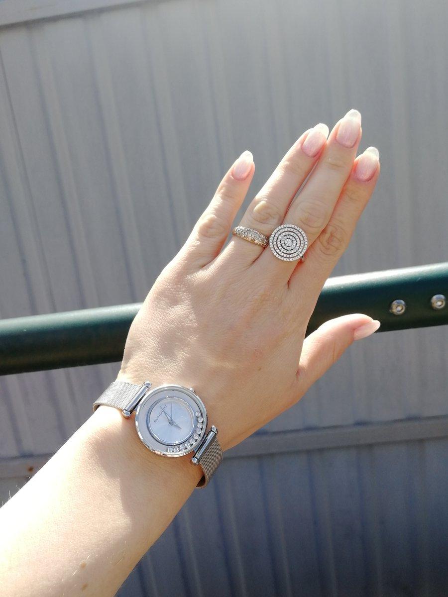 Часы и кольцо.