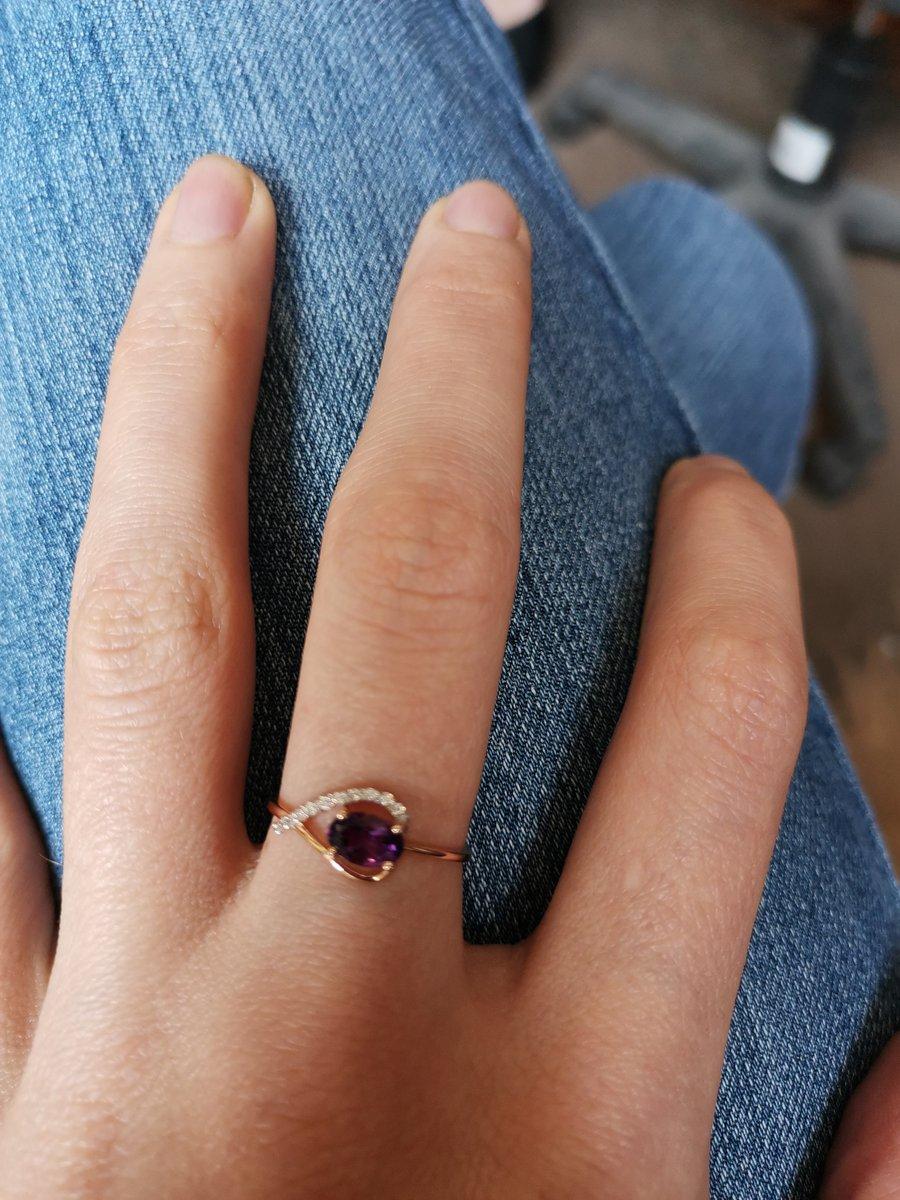Кольцо красивое, но слишком тонкое.