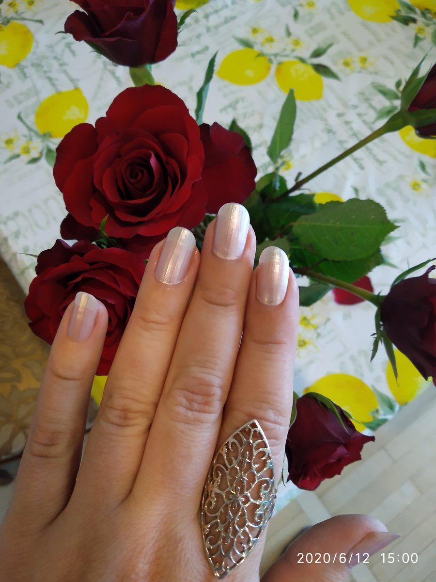Очень красивое кольцо, на пальце сидит великолепно!