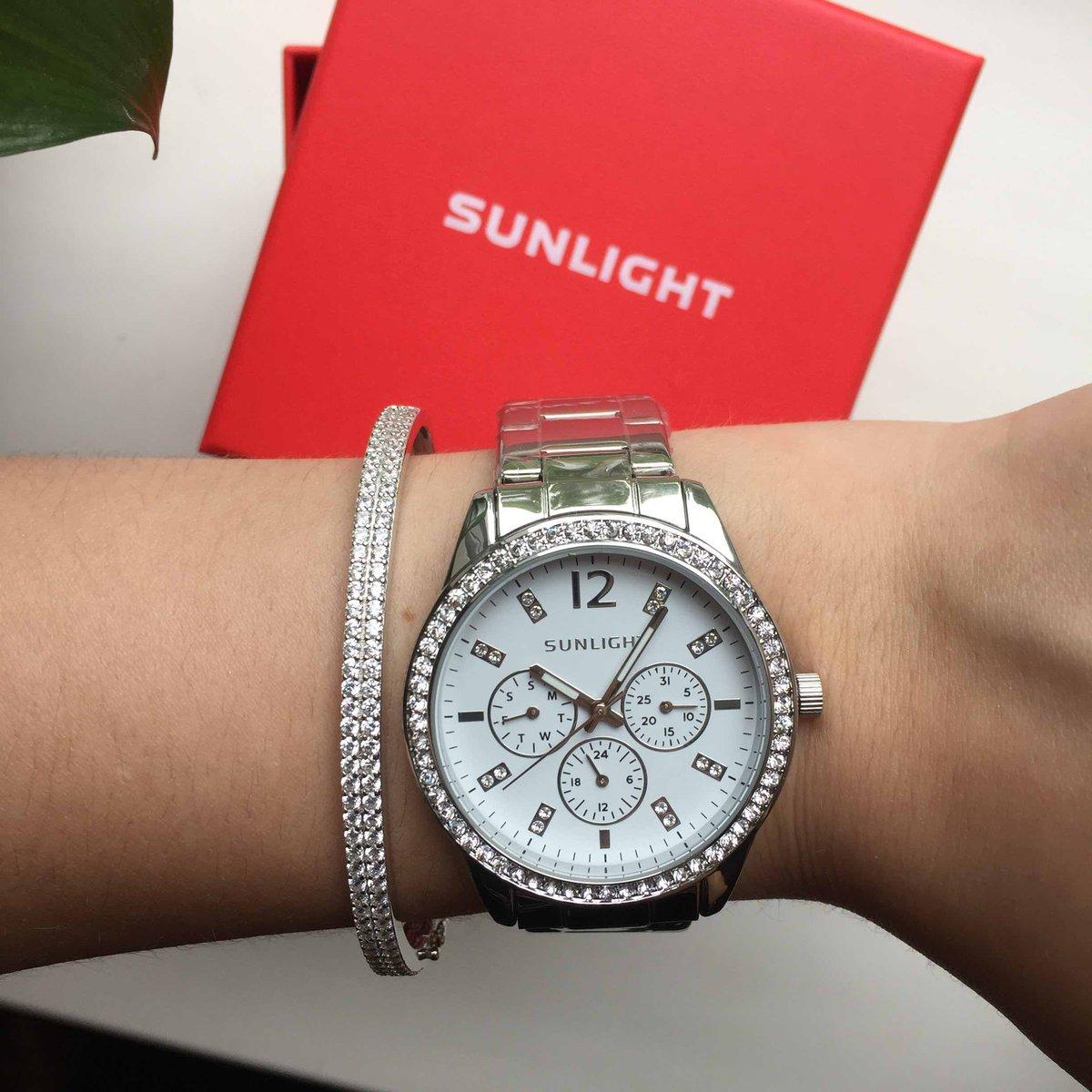 Покупала подарок, взяла к часам этот браслет.