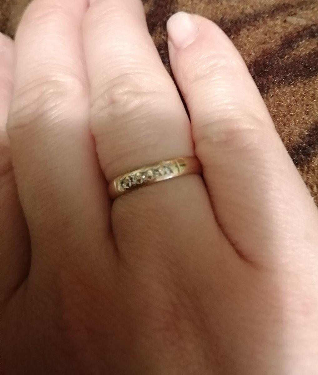 Обручальное кольцо, с бриллиантами.