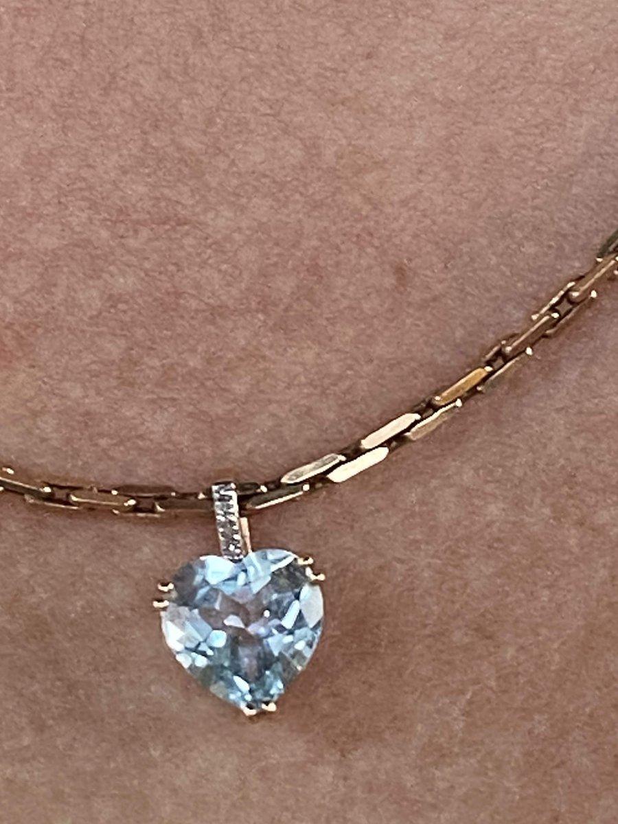 Золотая подвеска с голубым топазом и бриллиантами