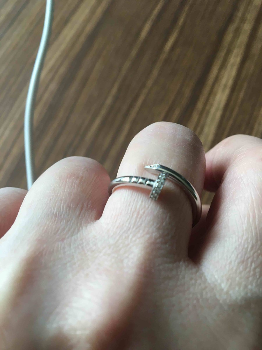 Серебряное кольцо в форме гвоздя