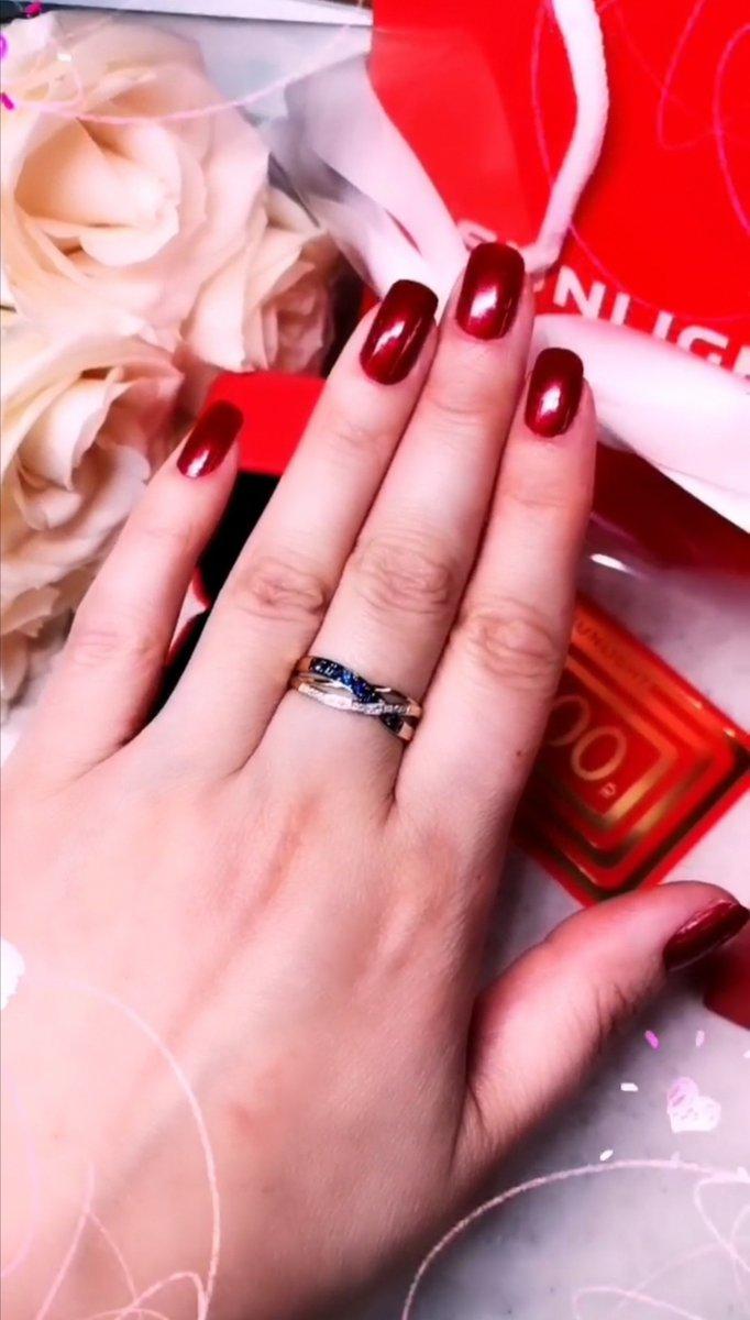 Шикарное кольцо, на руке смотрится космически богато