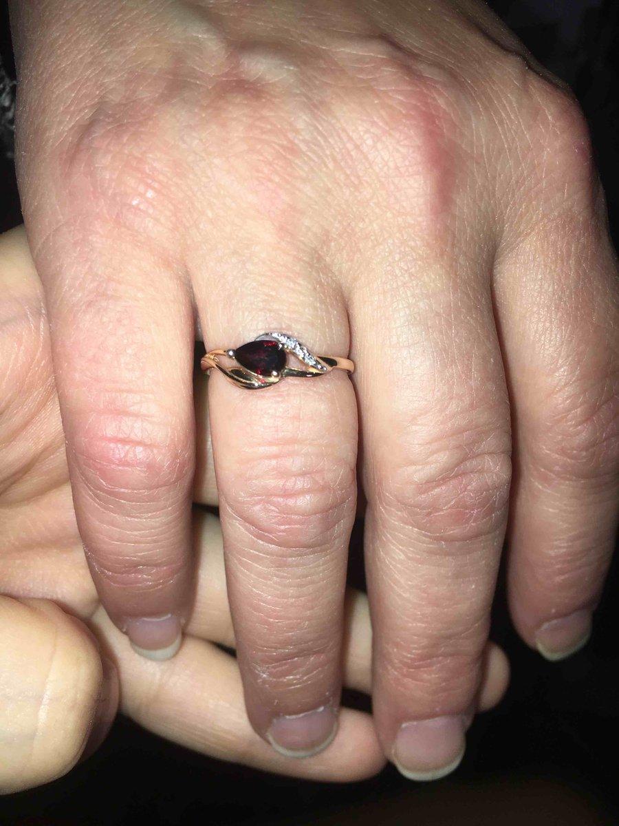 Кольцо покупала в подарок маме.