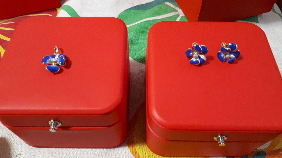 Сережки-гвоздики в виде цветка