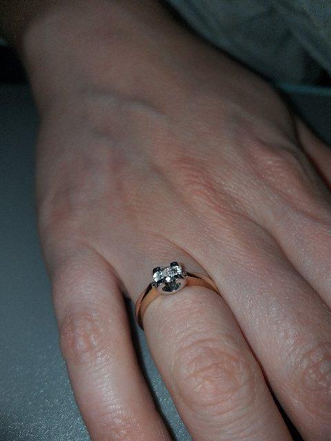 Кольцо помолвочное.