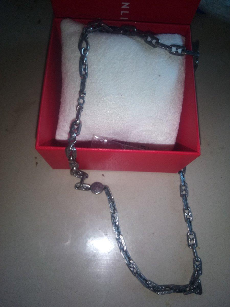 Красивая,конкретная серебряная цепь.Орегенально смотрится.