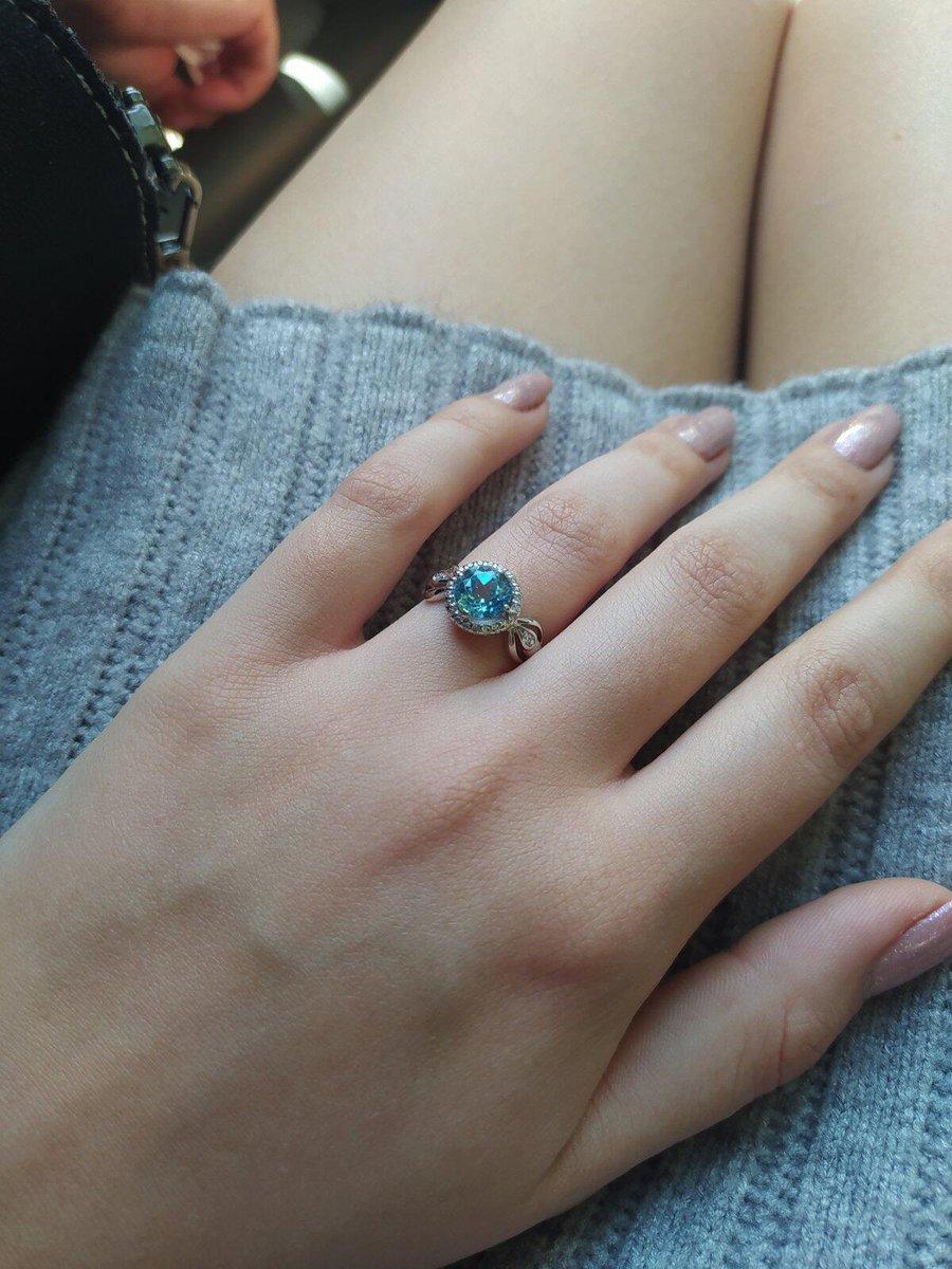 Очень нежное колечко с голубым топазом)))