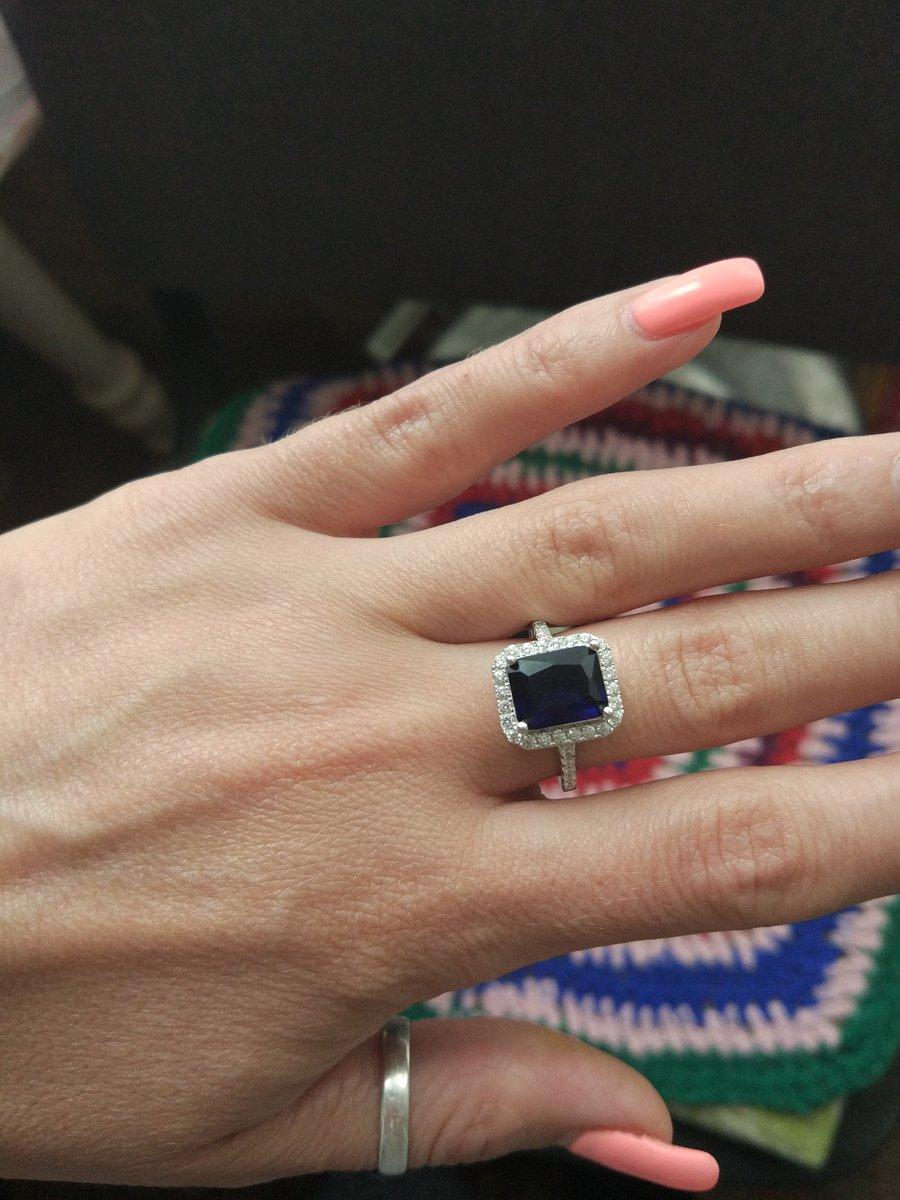 Кольцо с синим фианитом