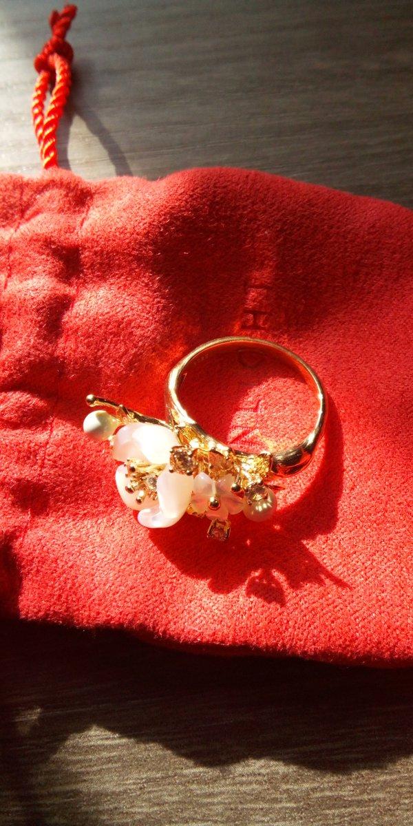 Серебряное кольцо с фианитом, агатом и перламутром.