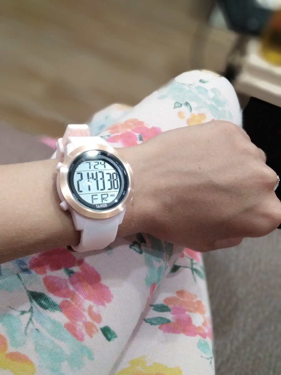Розовые часы Tamer