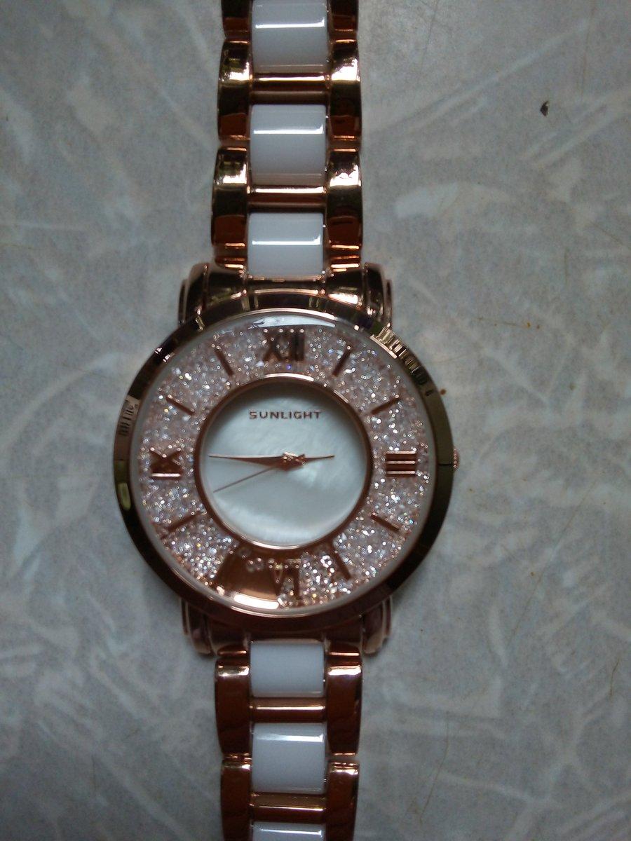 Часы смотрятся очень красиво. Рекомендую