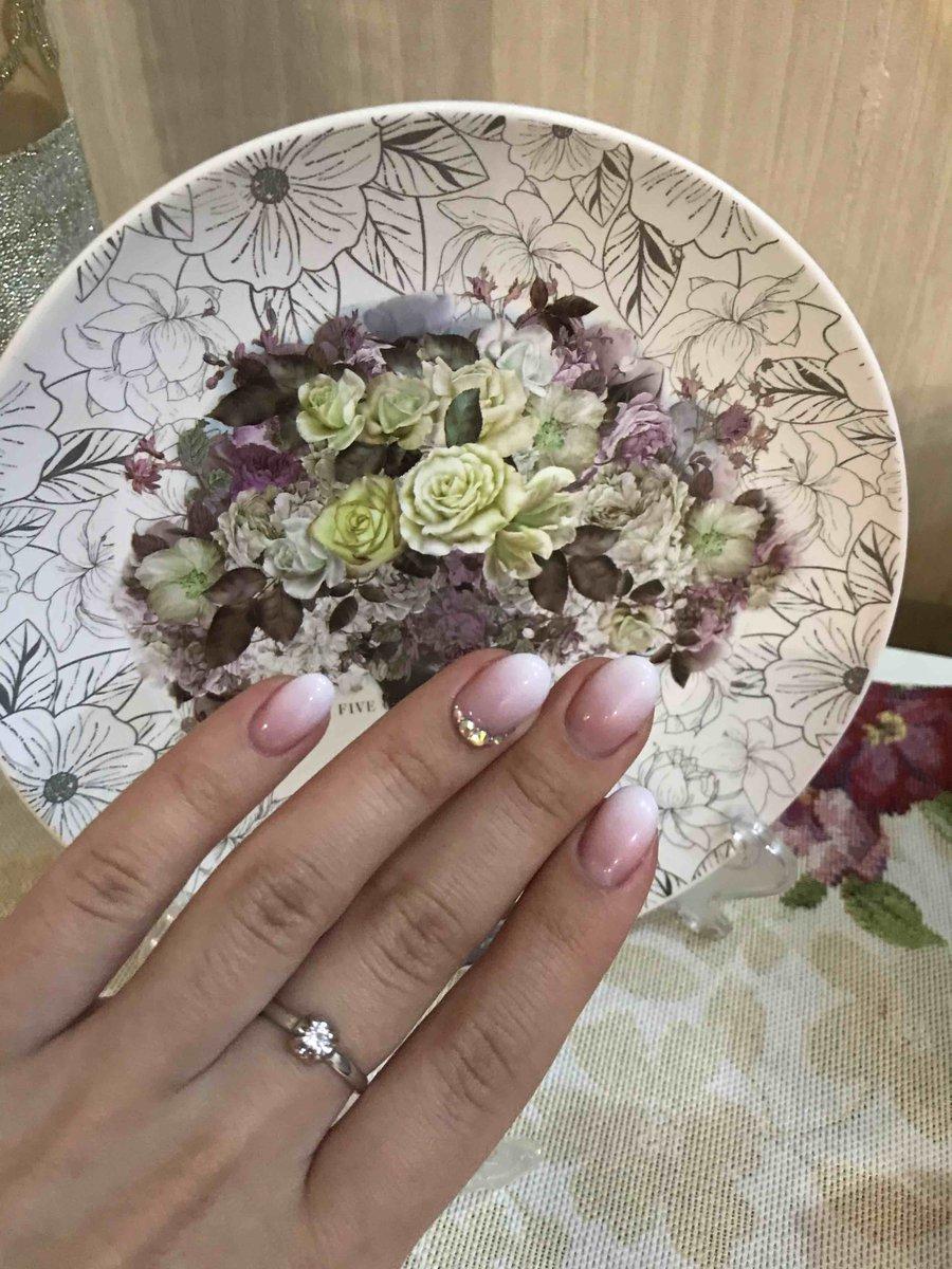 Красивое кольцо с бриллиантом