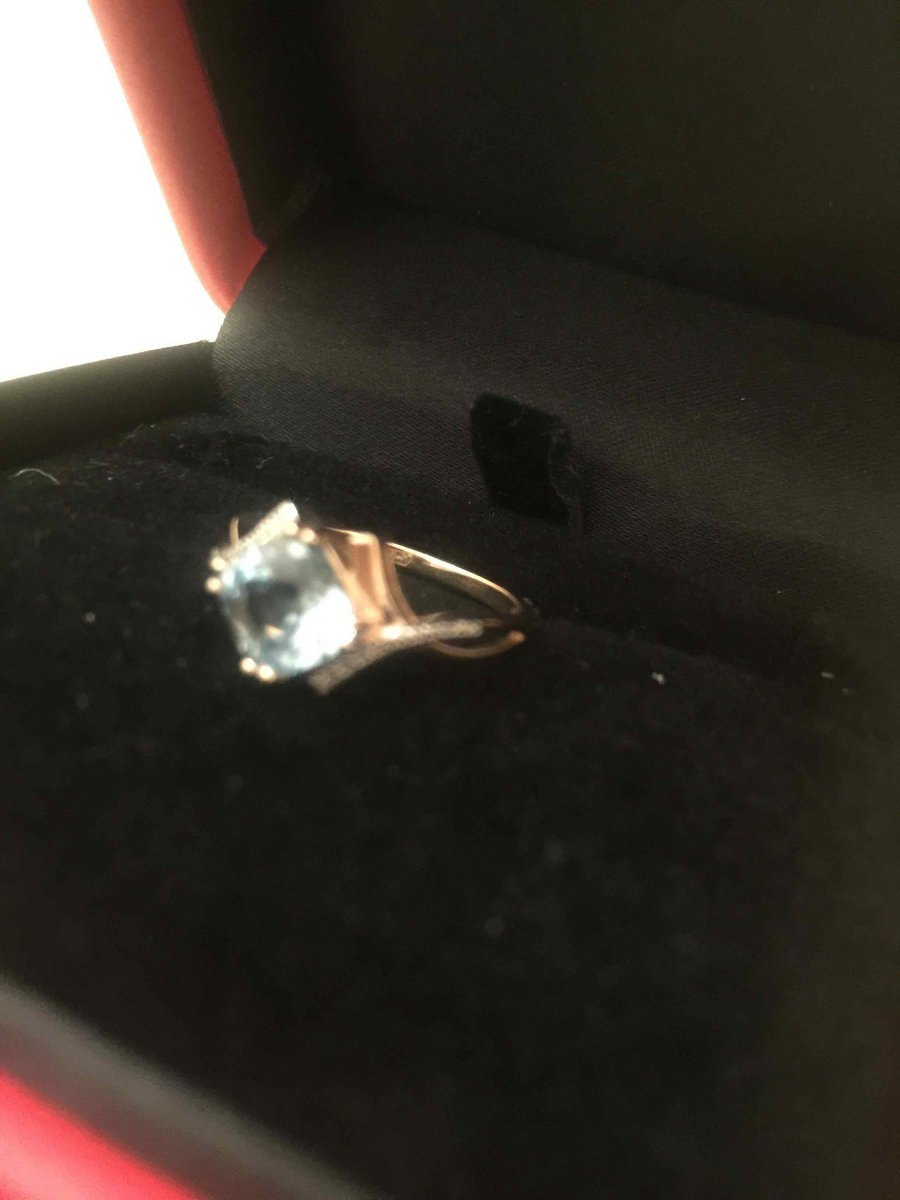 Чудеское золотое кольцо с нежноголубым  топазом и бриллиантами!