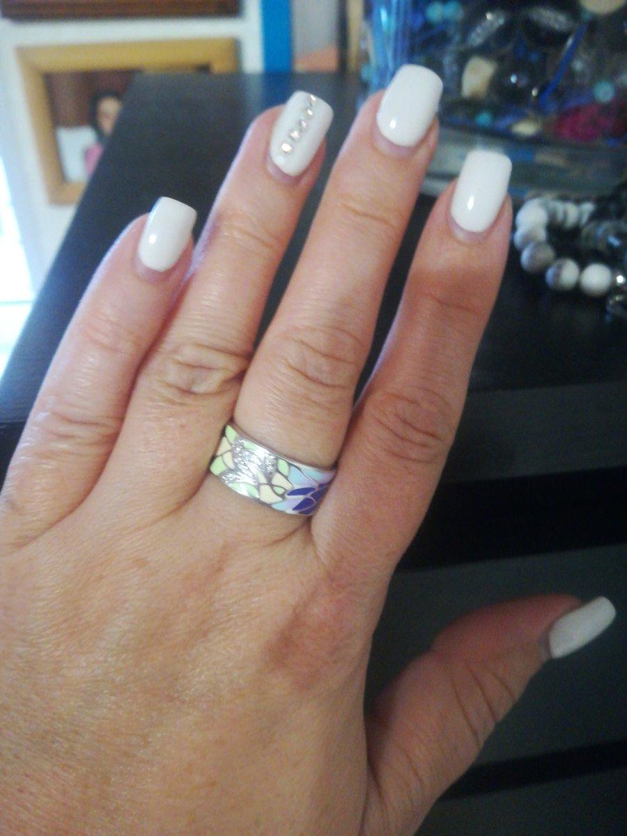 Купила кольцо себе в подарок на день рождения! Очень довольна качеством.