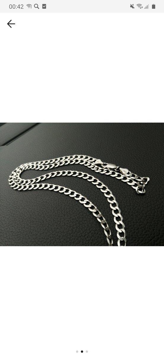 Красивая серебряная цепь.