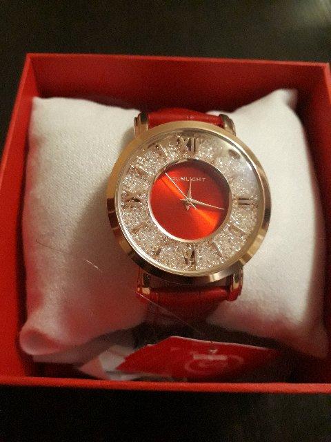 Яркие часы для ярких девушек