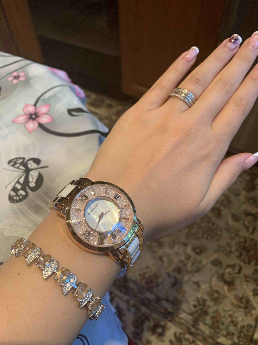 Очень классные часы, безумно довольна, сверкают очень красиво, выглядят дор