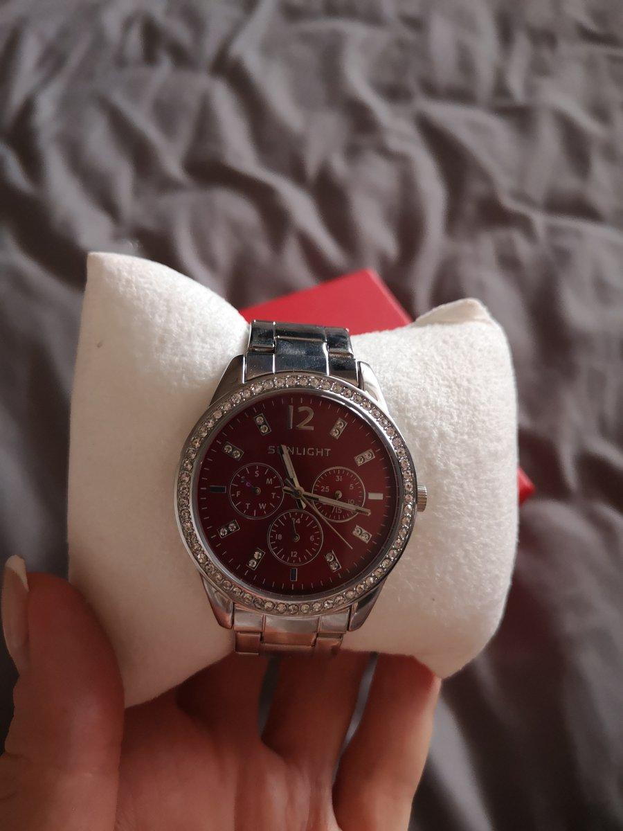 Супер часы уже вторые у меняотличные в носке