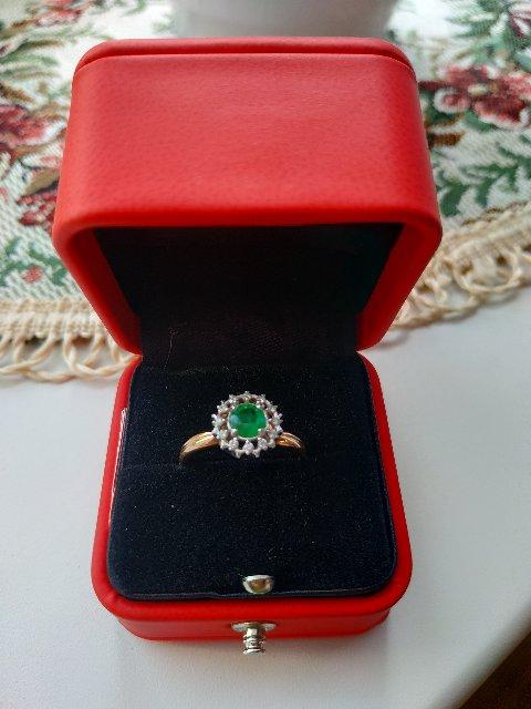 Изумрудно-бриллиантовое колечко