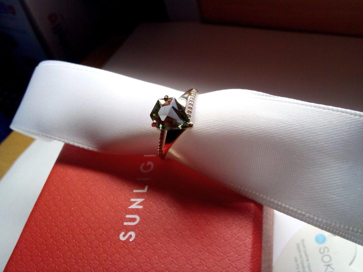 Шикарное кольцо в стиле арт-деко