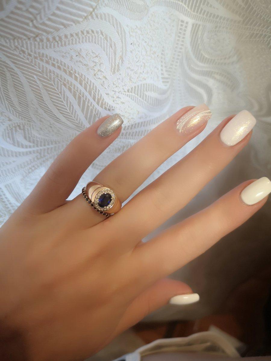 Сапфир очень яркий и красивый камень)