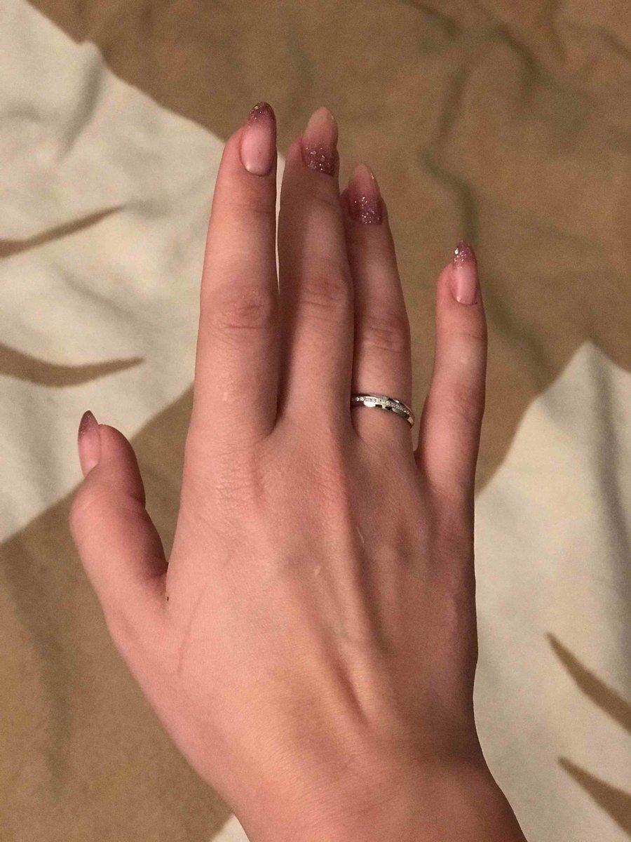 Белое кольцо с 19 камушками