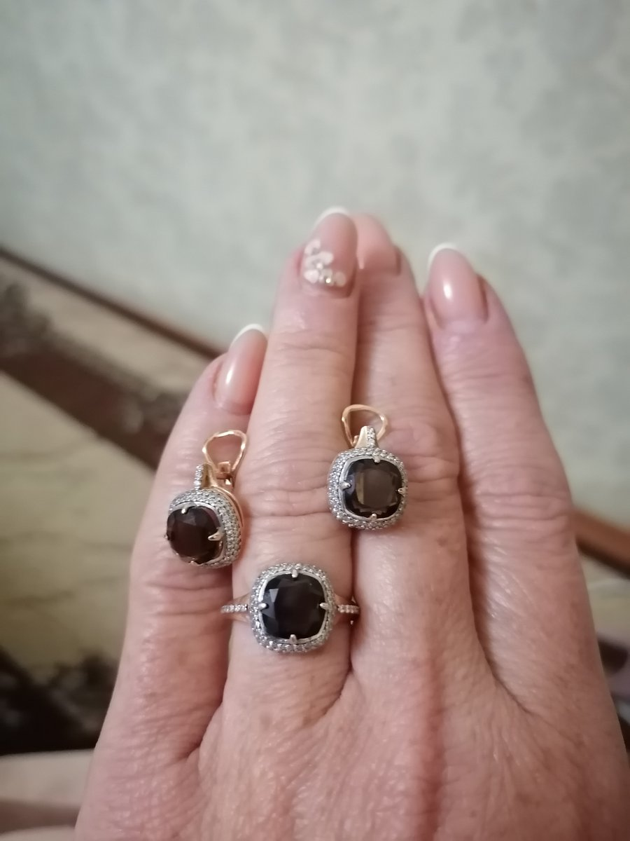 Серебряное кольцо с раухтопазом и фианитами.