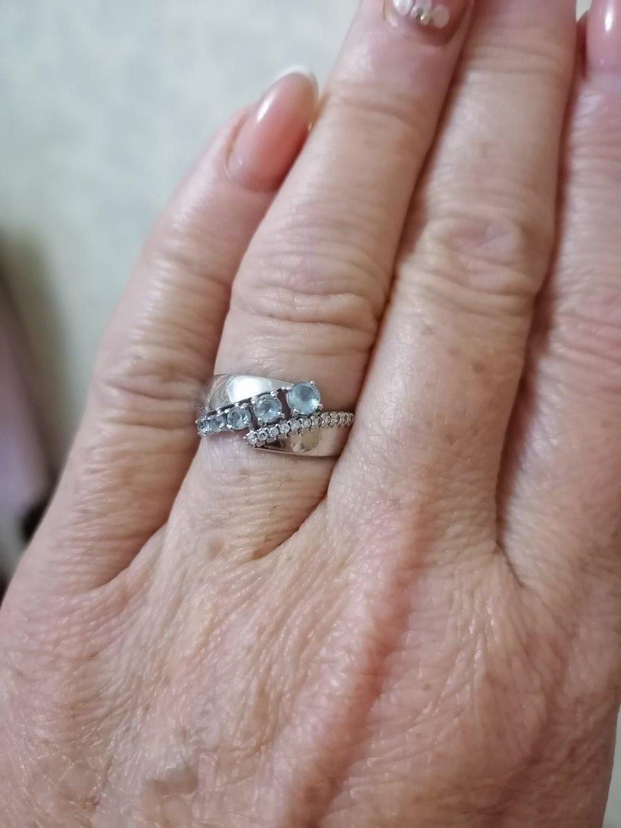Серебряное кольцо с голубым топазом.