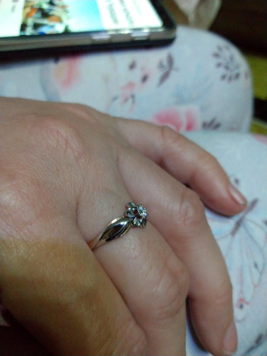 Колечко с бриллиантам.