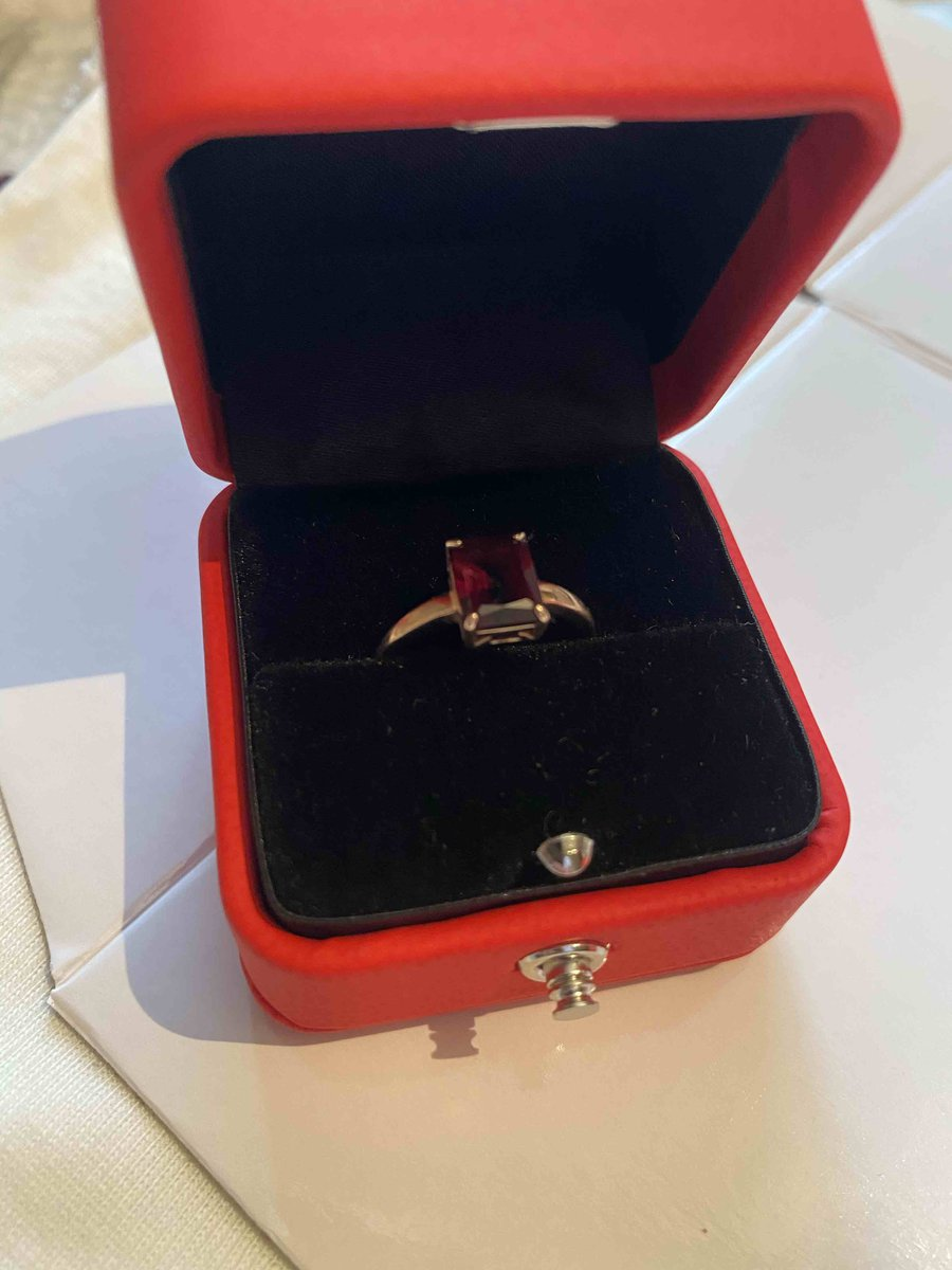 Кольцо брала в комплекте с сережками