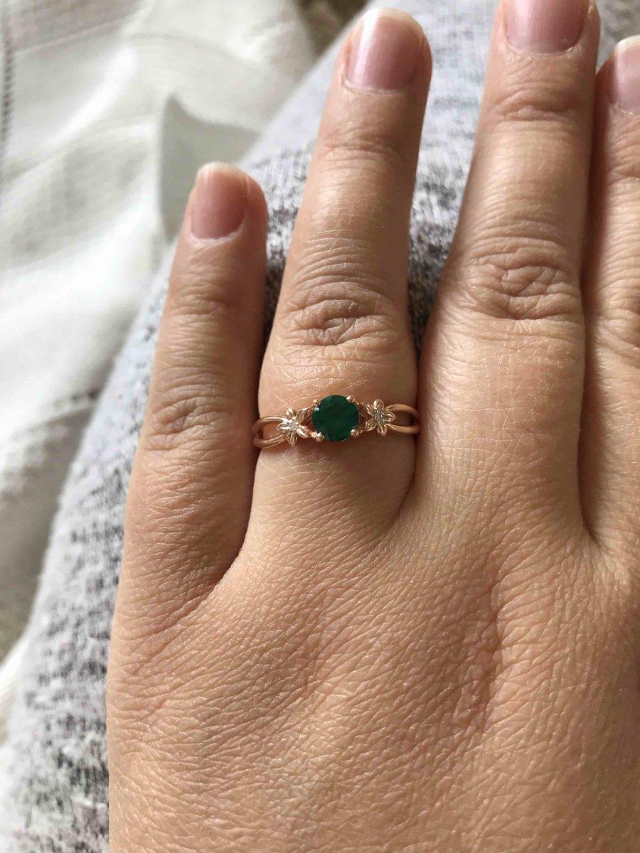 Нежное изящное кольцо