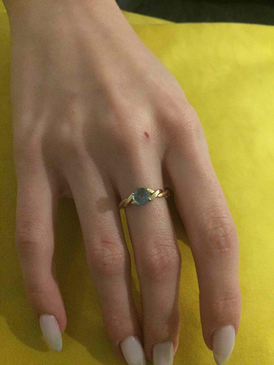 Золотое кольцо с топазами!