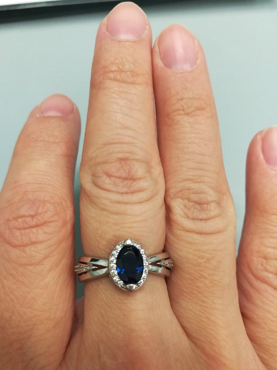Серебряное кольцо с фианитами и сапфиром