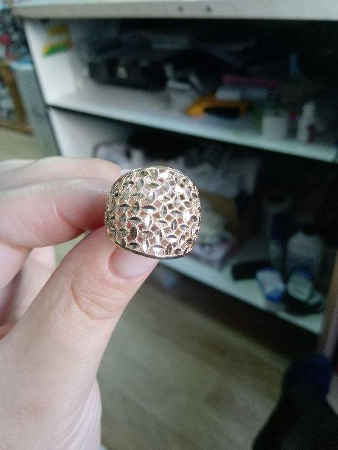 Кольцо очень понравилось на пальчике смотрится очень богато.