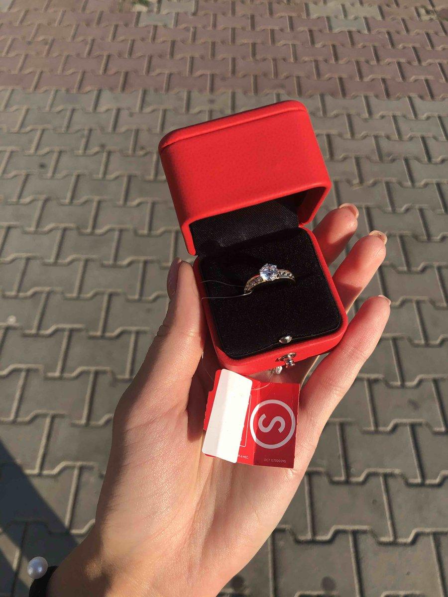 Очень красивое переливающееся кольцо