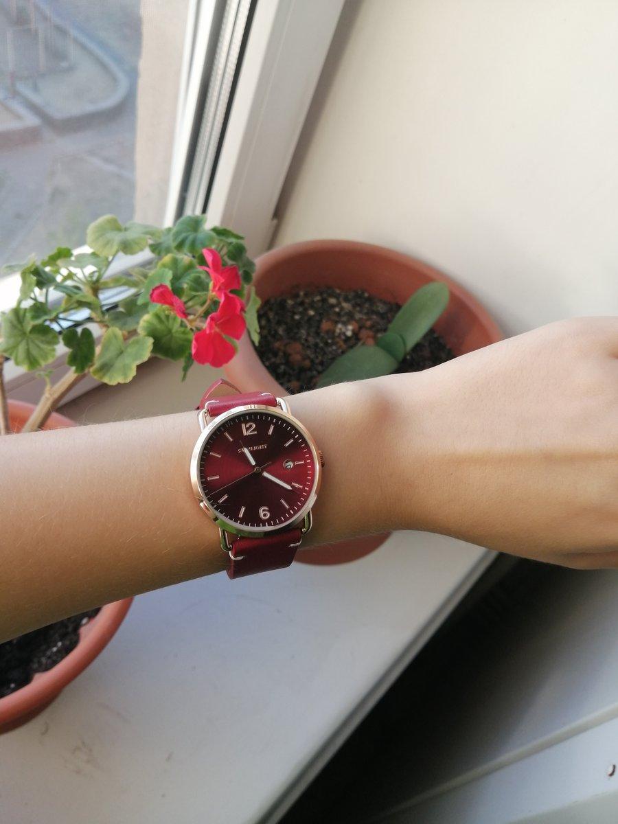 Красивые часы, смотрятся дорого