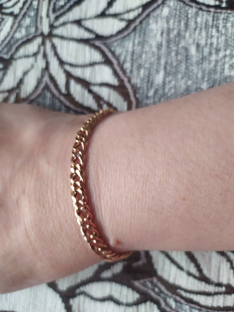 Шикарный браслет! Хоть и позолото, смотрится как золотой! Я очень довольна!