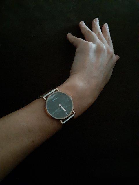 Очень стильные часы,покупкой осталась очень довольна!