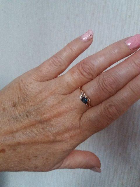 Кольцо с бриллиантамт