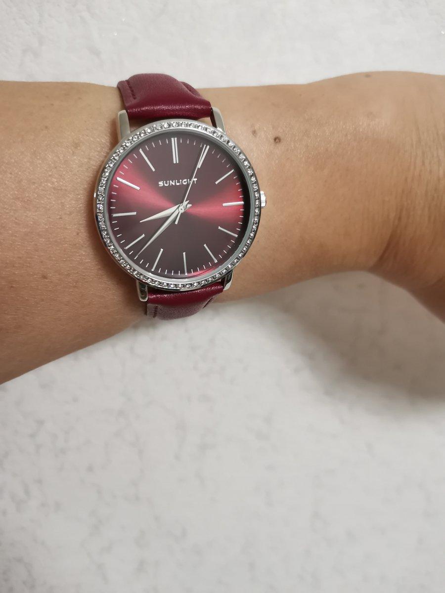 Часы очень красивые, хороший аксессуар,рекомендую.