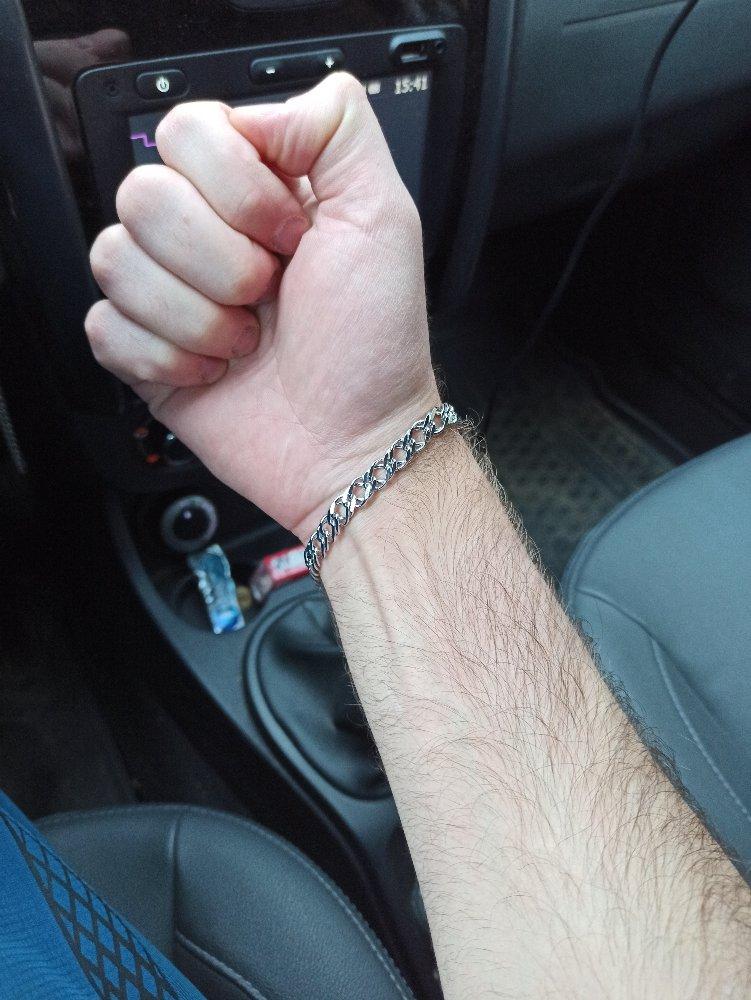 Фото браслета на руке