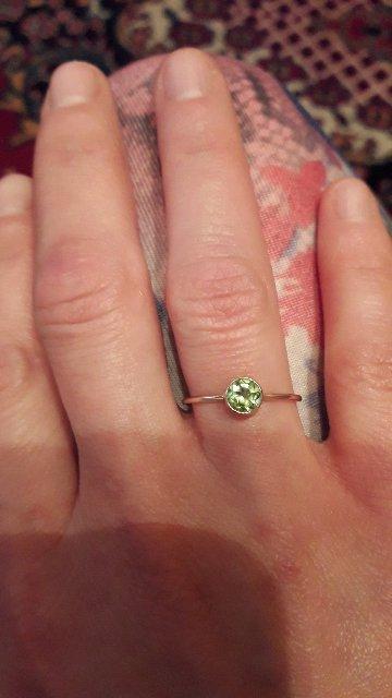 Классное колечко.изящное,красивое.я очень довольна.камень шикарный.